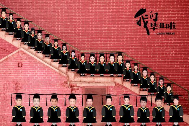 The graduation photo of a class at Tianjin University designed by Han Xiaojun and three classmates